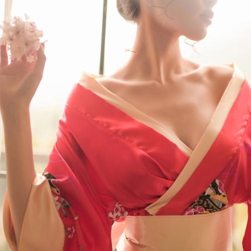 瑰若 日式藝伎風情漏乳交領印花短款和服